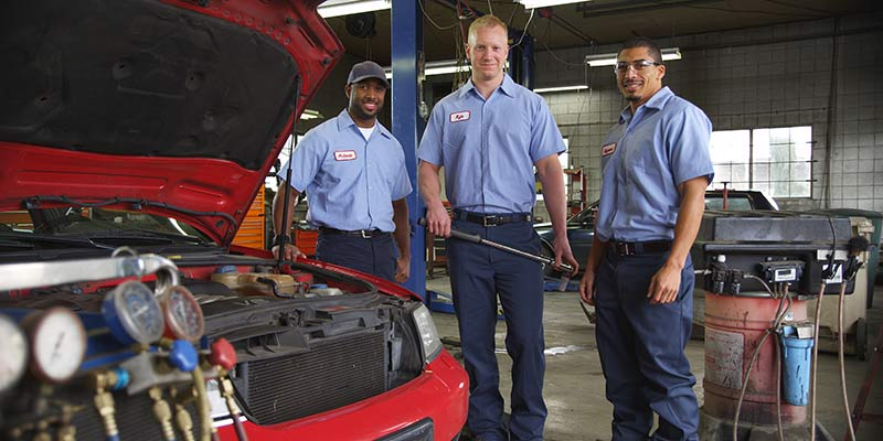 Auto Repair mechanics